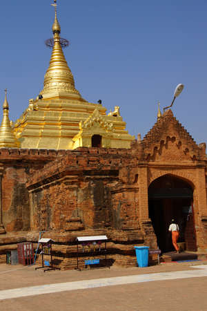 Gold pagoda of Gubyauk nge  Bagan Myanmar (Burma) Reklamní fotografie - 99135339