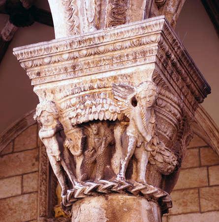 Corinthian column on palace loggia, Dubrovnik, Croatia Foto de archivo - 100954459