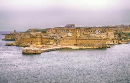 Lighthouse breakwater and defenses of Fort Rikasoli, Valletta, Malta Redactioneel