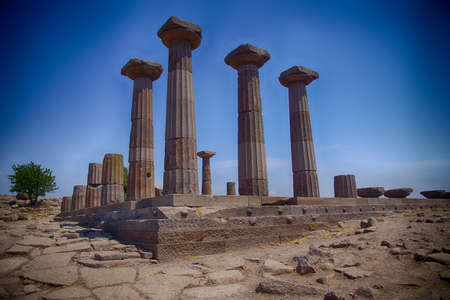 Doric columns of the ancient Greek Temple of Athena at Behramkale Assos, Turkey Archivio Fotografico - 101586422