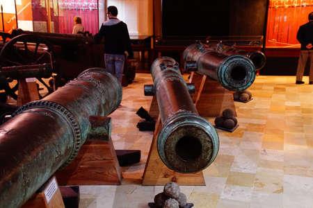 VALLETTA, MALTA - APR 11, 2018 - Large cannon from Renaissance era, Palace Armoury, Valletta, Malta Banque d'images - 101635273