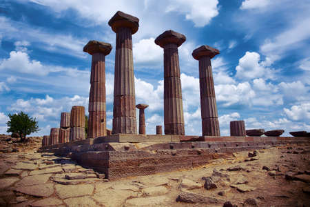 Doric columns of the ancient Greek Temple of Athena at Behramkale Assos, Turkey Archivio Fotografico - 101547283