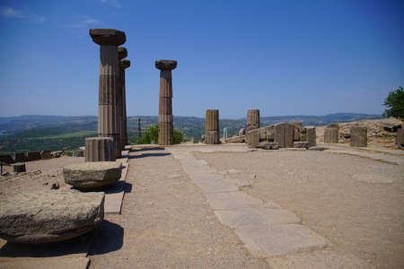 Doric columns of the ancient Greek Temple of Athena at Behramkale Assos, Turkey Archivio Fotografico - 101593842