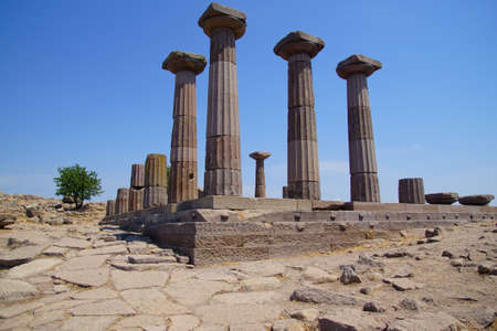 Doric columns of the ancient Greek Temple of Athena at Behramkale Assos, Turkey Archivio Fotografico - 101651439