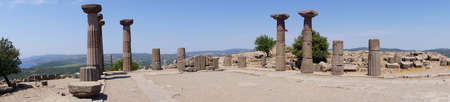 Doric columns of the ancient Greek Temple of Athena at Behramkale Assos, Turkey Archivio Fotografico - 101790337