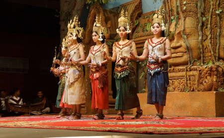 SIEM REAP, CAMBODIA - FEB 14, 2015 - Line of apsara dancers perform at a recital,  Siem Reap,  Cambodia Redactioneel