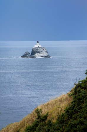 Tillamook Rock Lighthouse, isolated offshore from  Cannon Beach,   Oregon Coast Foto de archivo - 103900816