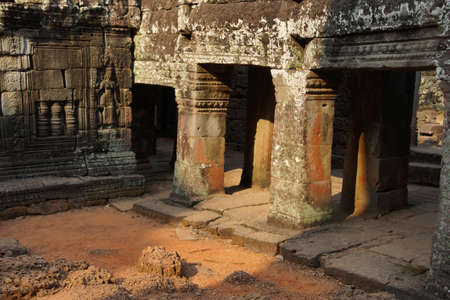 Stone columns and walls of temple at Banteay Kdei, Cambodia Stockfoto
