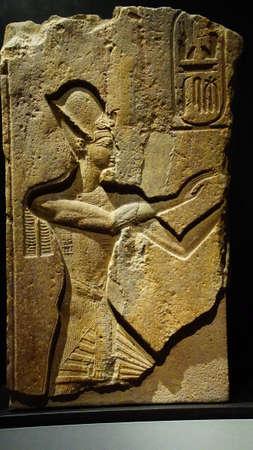 MUNICH - JUL 21, 2018 - Temple relief of Pharaoh Ramses II praying, Egyptian Museum, Munich, Germany Foto de archivo - 106525230