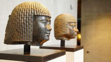 MÜNCHEN - 21. JULI 2018 - Kopf von einer Statue eines ägyptischen Priesters, Ägyptisches Museum, München, Deutschland