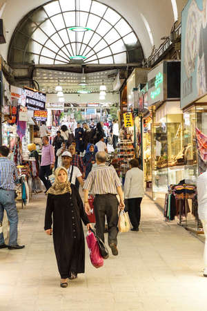 BURSA, TURKEY - MAY 22, 2014 - Turkish shoppers stroll by restaurants and shops    in the bazaar of  Bursa, Turkey 新聞圖片