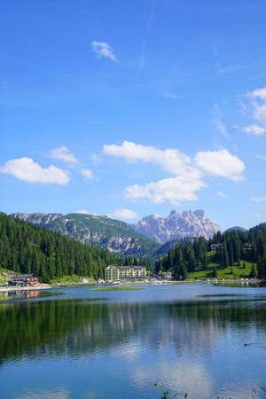 Mountains surround Lake Misurina in the Dolomite Alps near Toblach, Italy 写真素材 - 109142914