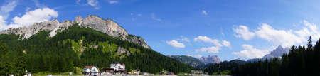 Mountains surround Lake Misurina in the Dolomite Alps near Toblach, Italy 写真素材 - 110065843