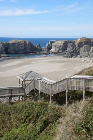 Wooden stairway gives access to the beach at Bandon, Oregon Banco de Imagens