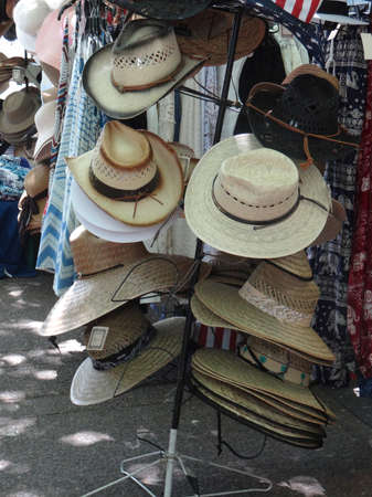 PORTLAND, OREGON - JUL 5, 2018 - Shopping for summer clothes at the Waterfront Blues Festival, Portland, Oregon Redactioneel
