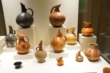 ANKARA, TURKEY - MAY 21, 2014 -  Ancient pottery with animals and hunting scenes,  from  Alaca, Corum, 1400 BCE Museum of Anatolian Civilization, Ankara, Turkey 新聞圖片