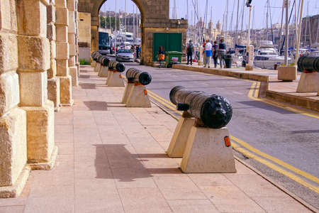 VALLETTA, MALTA - APR 11, 2018 - Naval cannon guarding the Malta Maritime Museum, Birgu Vittoriosa, Malta Redakční