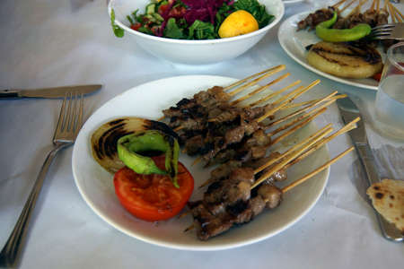 Plate of kebabs and salad for lunch, Aphrodisias,  Turkey Фото со стока - 112370252