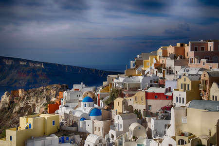Classic Greek white and blue buildings on the slopes of the volcano caldera in Oia, Santorini, Greece Фото со стока - 114306394