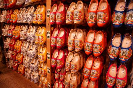 ZAANSE SCHANS,  NETHERLANDS - DEC 12, 2018 -  Dutch wooden shoes in local museum of Zaanse Schans, Netherlands Redactioneel
