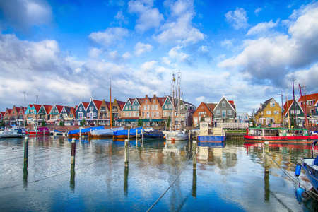 VOLENDAM, NETHERLANDS - DEC 11, 2018 - Marina and waterfront of Volendam, Netherlands 新聞圖片