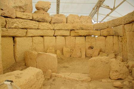 HAGAR QIM, MALTA - NOV 30, 2018 - Interior of the neolithic temples of Hagar Qim, Malta 新聞圖片