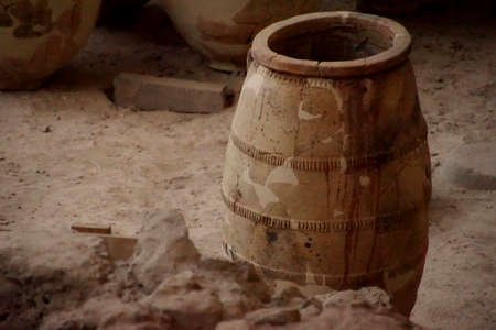 Ancient Greek pots and amphora discovered in the  ruins 0f Akrotiri on Santorini, Greece 에디토리얼