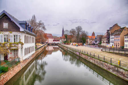 Half timbered houses on a canal in Strasbourg, France Éditoriale