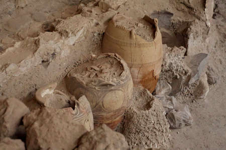 Ancient Greek pots and amphora discovered in the  ruins 0f Akrotiri on Santorini, Greece 報道画像