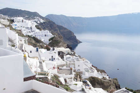 Classic Greek white and blue buildings on the slopes of the volcano caldera in Oia, Santorini, Greece Фото со стока - 115496046