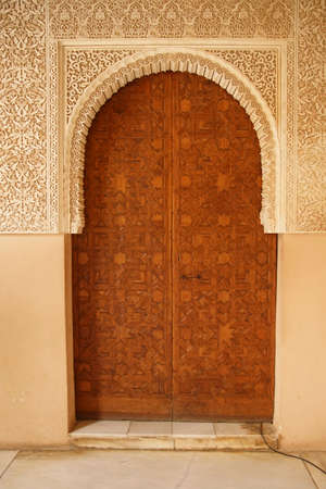 GRENADA, SPAIN - NOV 23, 2018 - Islamic patterns on inlaid wooden door of the Alhambra Palace, Grenada, Spain 新闻类图片