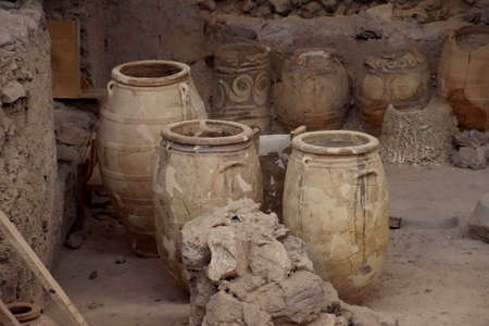 Ancient Greek pots and amphora discovered in the  ruins 0f Akrotiri on Santorini, Greece 스톡 콘텐츠