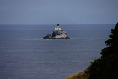 Tillamook Rock Lighthouse, isolated offshore from  Cannon Beach,   Oregon Coast Foto de archivo - 115787639