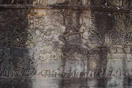 Elephant follows a procession of slaves,  Bayon, Angkor Thom,  Siem Reap, Cambodia Standard-Bild