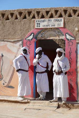 RISSANI, MOROCCO - FEB 15, 2019 - The Sand Pigeons musical group of Gnawa artists, Khamila village near  Rissani, Morocco, Africa Standard-Bild - 118529568