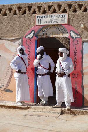 RISSANI, MOROCCO - FEB 15, 2019 - The Sand Pigeons musical group of Gnawa artists, Khamila village near  Rissani, Morocco, Africa Standard-Bild - 118529647