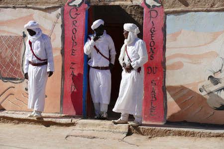 RISSANI, MOROCCO - FEB 15, 2019 - The Sand Pigeons musical group of Gnawa artists, Khamila village near  Rissani, Morocco, Africa Standard-Bild - 118529636