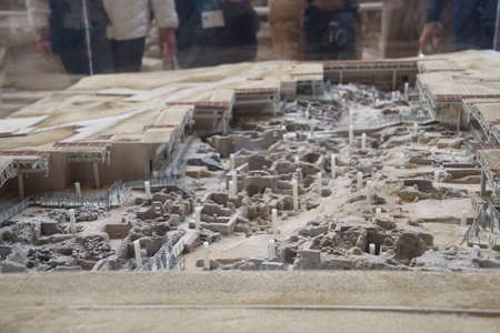 Model of the excavations of the ancient ruins of Akrotiri, Santorini, Greece Imagens