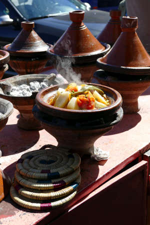 Vegetables steaming in tagine cooking pots in Zaida, Morocco, Africa Standard-Bild - 118557823