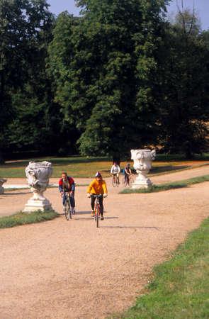BRNO, CZECH REPUBLIC - OCT 18, 1990 - Bicyclists explore grounds of a chateau near Brno, Czechoslovakia  (Czech Republic) 新聞圖片