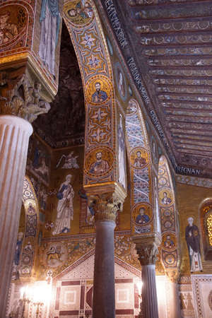 PALERMO, SICILY - NOV 28, 2018 - Elaborate Byzantine style mosaics cover the walls and columns of Capella Palatina, Palermo, Sicily, Italy Éditoriale