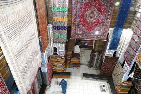 FES, MOROCCO - FEB 13, 2019 - Carpets hanging over atrium of shop in the medina of Fes, Morocco, Africa Standard-Bild - 120528272