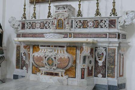 MONOPOLI, ITALY - APR 11, 2019 -Marble inlays of the Basilica Cathedral della Madonna della Madia, Monopoli, Puglia, Italy 新聞圖片