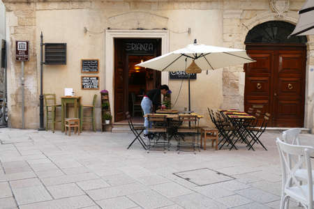 LECCE, ITALY - APR 6, 2019 - Outdoor cafe in Lecce, Puglia, Italy 에디토리얼