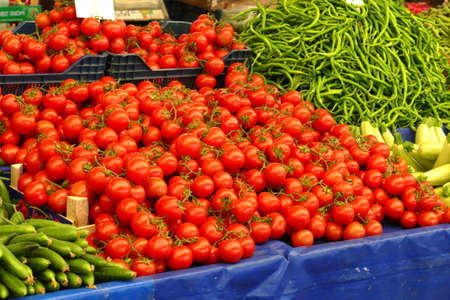 Bright red tomatoes in the central market of Canakkale, Turkey Stockfoto - 122259025
