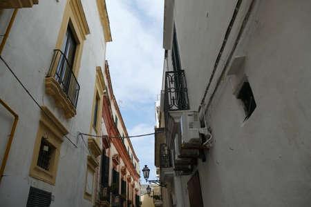 Narrow street of Gallipoli, Puglia, Italy 스톡 콘텐츠