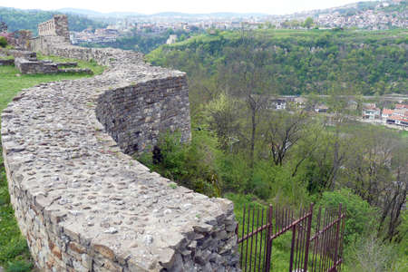 Medieval walls and ruins of the Fortress Tsarevets, Veliko Tarnovo, Bulgaria Banque d'images - 123155774