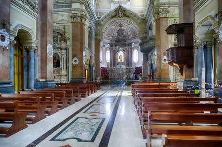 MARTINA FRANCA, ITALY - APR 10, 2019 - Nave and main altar of Church of St. Martin,Martina Franca, Puglia, Italy 에디토리얼
