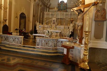 OSTUNI, ITALY - APR 9, 2019 - Main altar of Church of St Francis Assisi, Ostuni, Puglia, Italy 에디토리얼