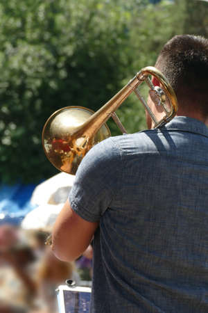 Trombone player entertains the crowd at the Waterfront Blues Festival, Portland, Oregon 版權商用圖片